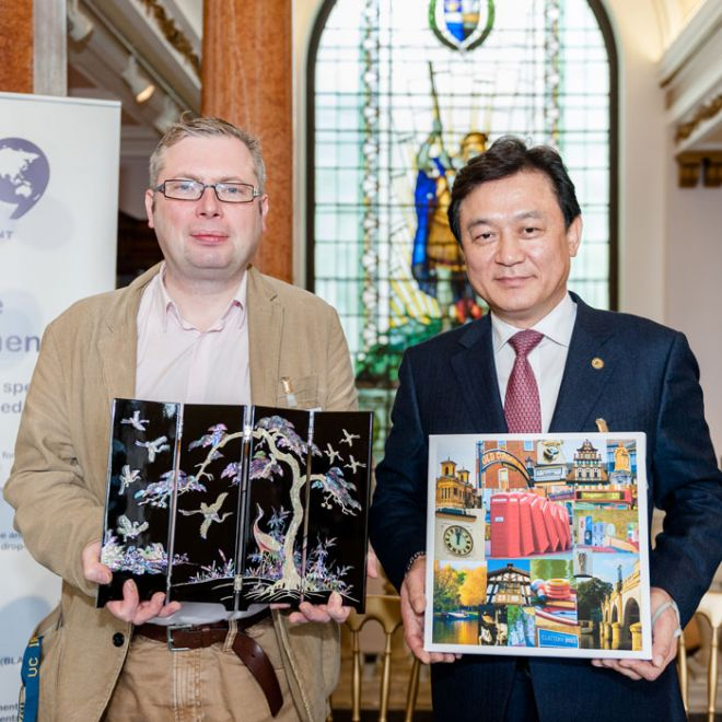 Professor Martin McQuillan welcomes Korean visitors
