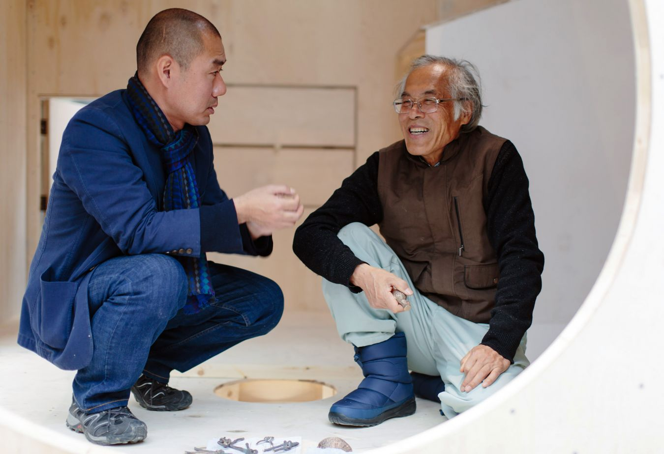 Kingston University lecturer Takeshi Hayatsu discusses the tea house build with Professor Fujimori – Image: Ben Tynegate