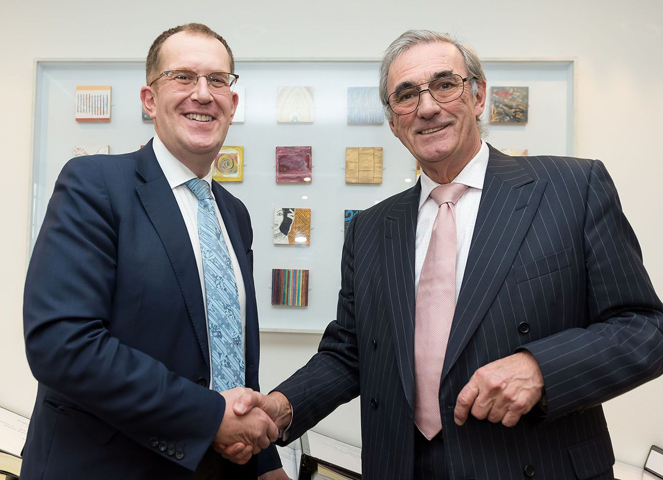 Photo of Actiing Vice-Chancellor Steven Spier and Board Chairman David Edmonds shaking hands.