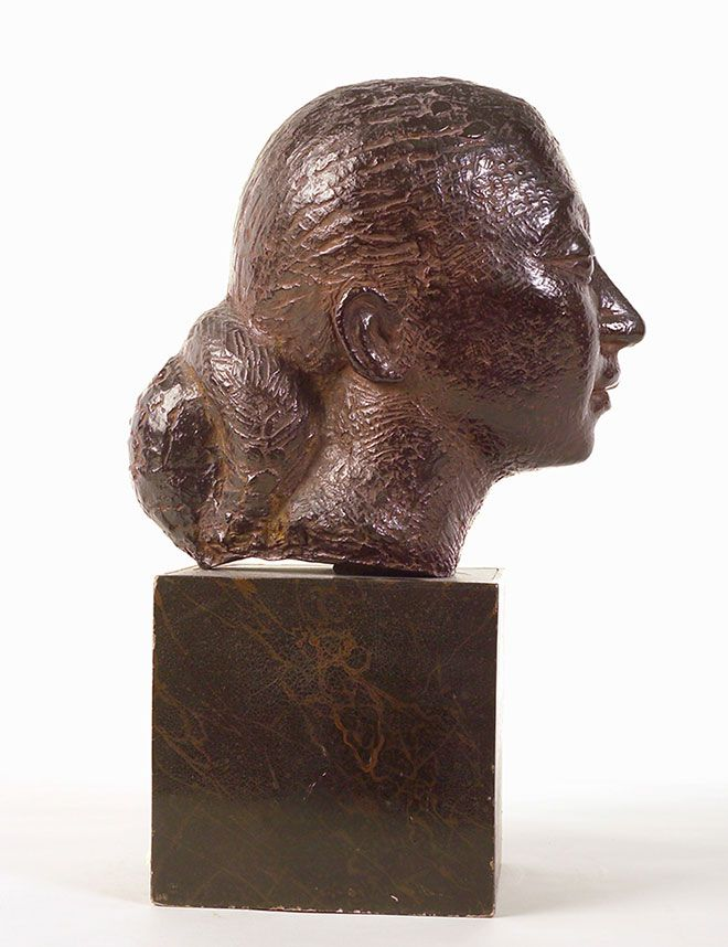 Dora Gordine's self portrait sculpture captures the distinctive style of her bronze casts.