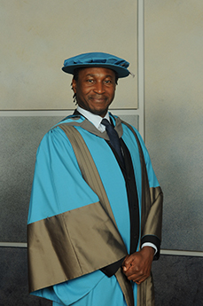 Leading barrister Leslie Thomas has been named an Honorary Doctor of Laws.