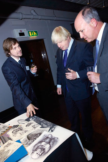 MA Illustration graduate Carl Hoare, left, discusses his interpretations of Winston Churchill with London Mayor Boris Johnson and Sir Winston's great-grandson, Randolph Churchill.