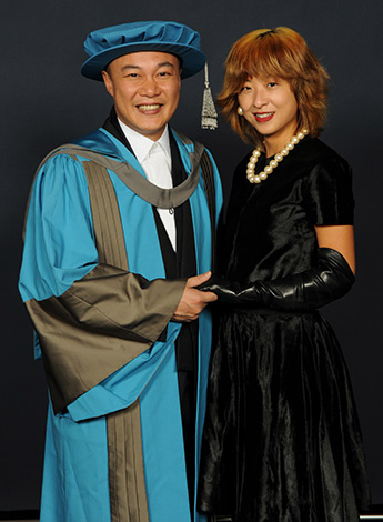 Eason Chan's wife Hilary Tsui accompanied him to the graduation ceremony at Kingston's Rose Theatre.
