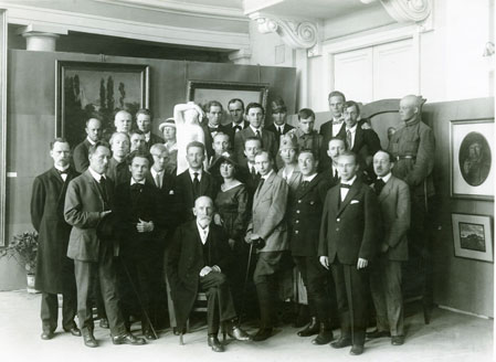 Kingston University art historian Dr Jonathan Black of Kingston University was able to identify Dora Gordine, in the middle of the front row, in this 1919 photograph.